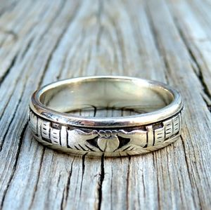 SOLDVintage Peter Stone Claddagh Spinner Ring Band